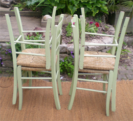 Chaises_campagnardes_empilees