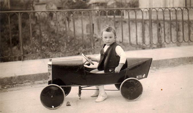 Enfant_voiture_pedale