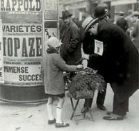 Enfant-vendant-du-muguet